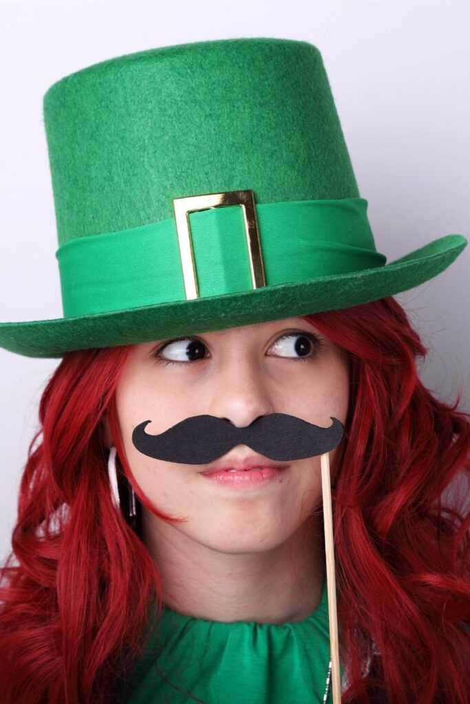 dress up like a leprechaun to introduce this St. Patrick's Day project to your students
